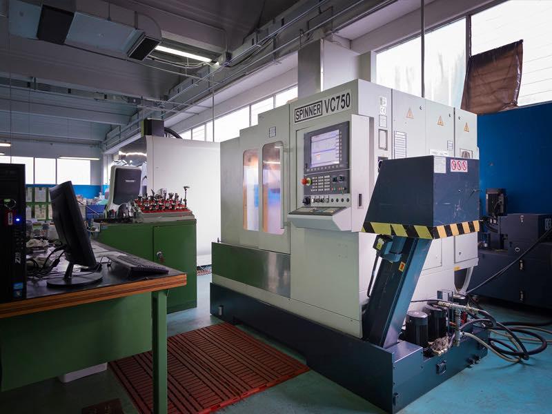 Centro di lavoro Spinner VC750 - Lavorazioni Meccaniche di Precisione